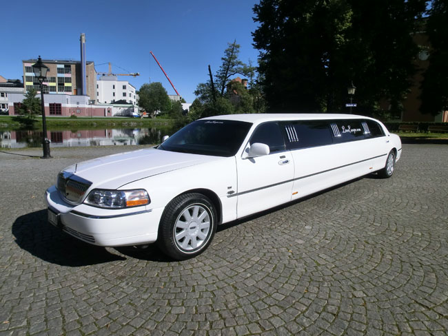 Lincoln Town Car Stretch Limousine 06 Limoeurope International