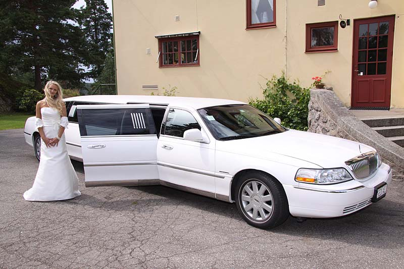 Lincoln Town Car Chrysler 300 Hummer H2 H3 Limoeurope Ab